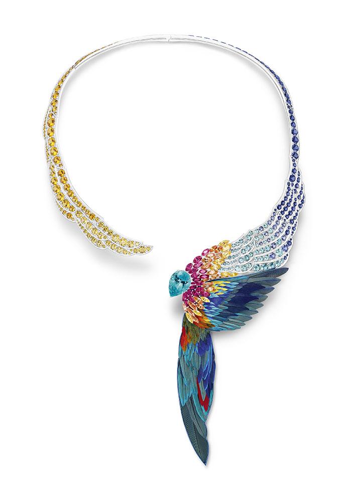 قلادة من مجموعة Wings Of Light لـPiaget